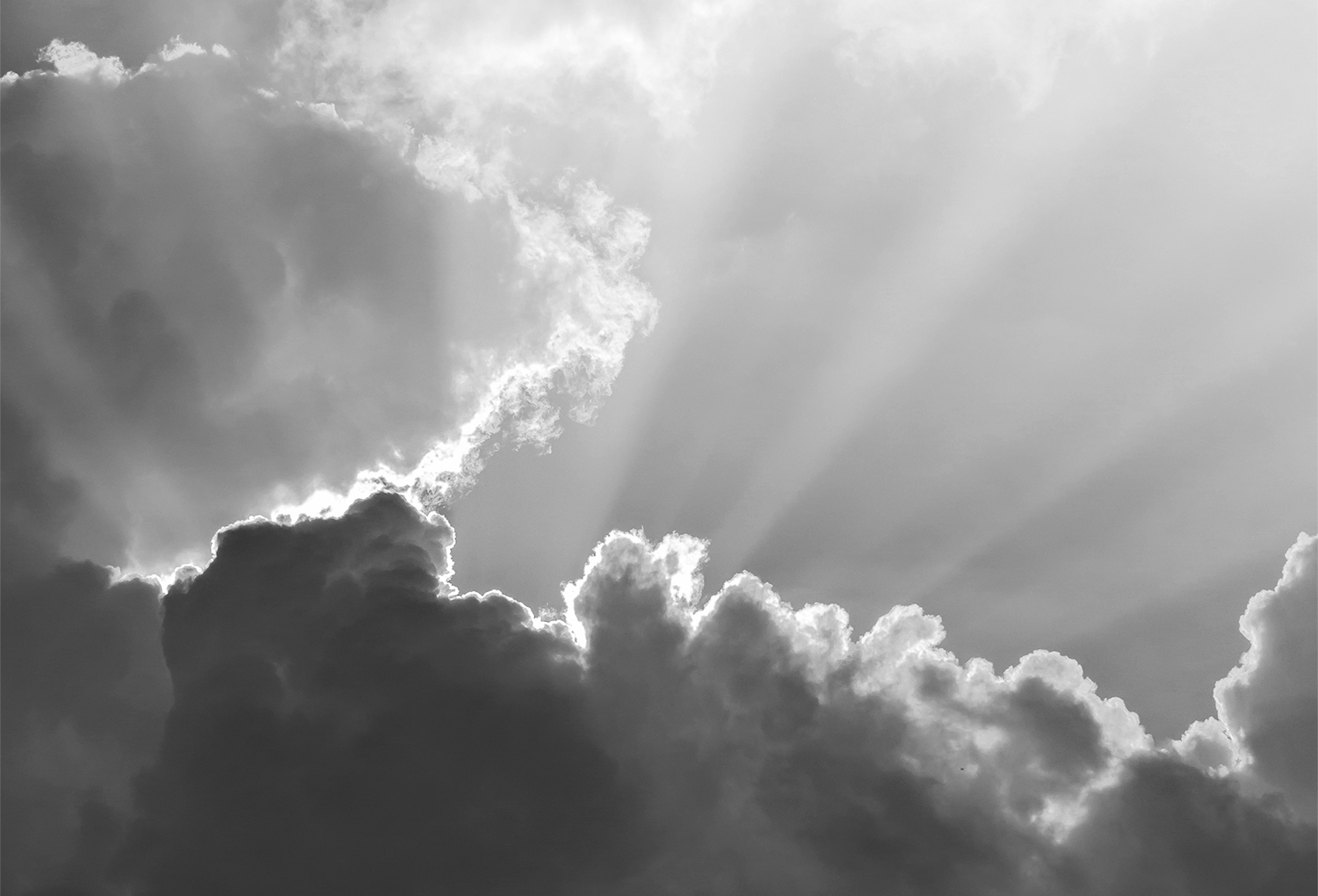 Clouds and sun beams on evening time